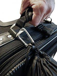 Amarrando la almohada con soporte lumbar de aircomfy a la maleta